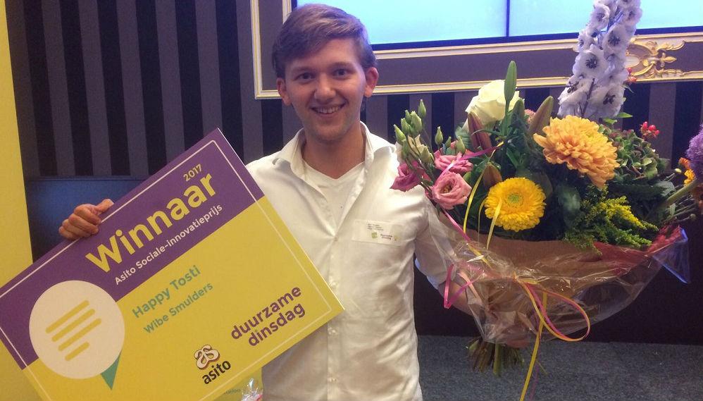 Wibe Smulder neemt Asito Sociale Innocatieprijs 2017 in ontvangst