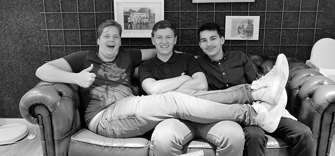 Rody Wormgoor (links) met zijn collega's bij Happy Tosti Leiden